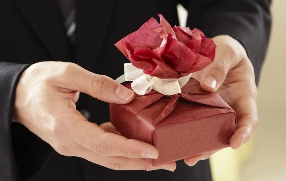 Het psychologisch beste verjaardagscadeau- geef iets om te geven