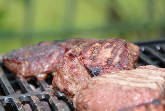 Minder vlees eten is moeilijk: 3x psychologische weerstand door gewoontegedrag