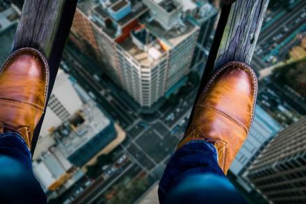 Beleggers op de bovenste verdieping nemen meer risico: de psychologie van hoogte